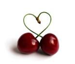 cerezas en forma de corazón